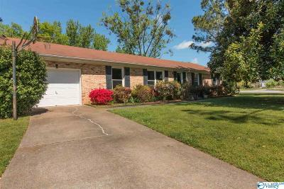 Huntsville, Madison, Athens, Decatur, New Market, Hazel Green, Priceville Single Family Home For Sale: 803 Vestavia Place