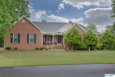 Guntersville Single Family Home For Sale: 400 Pine Needle Trace