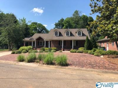 Huntsville Single Family Home For Auction: 1104 W Cleermont Circle