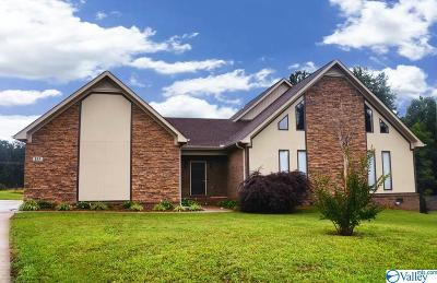Single Family Home For Sale: 135 Lincarrie Lane