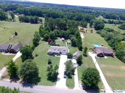 Boaz Single Family Home For Sale: 2185 Oak Drive