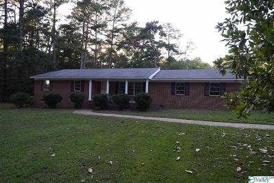 Marshall County, Jackson County Single Family Home For Sale: 272 Marina Road