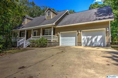 Fort Payne Single Family Home For Sale: 2121 Dogwood Blvd