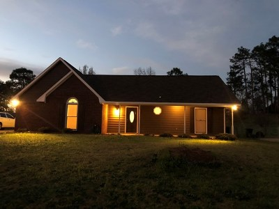 Phenix City AL Single Family Home For Sale: $140,000