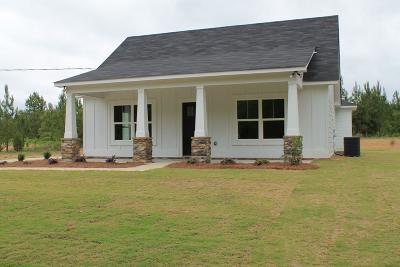 Salem Single Family Home For Sale: 24 Pine Grove Ln