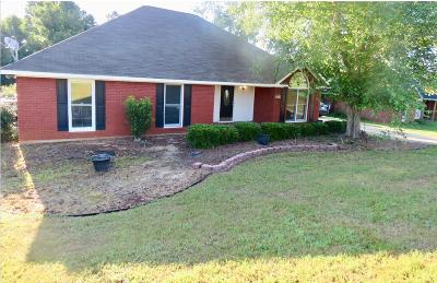Phenix City AL Single Family Home For Sale: $159,900