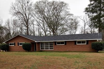 Phenix City AL Single Family Home For Sale: $126,000