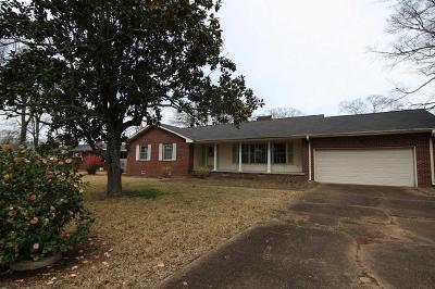 Sheffield AL Single Family Home For Sale: $109,900
