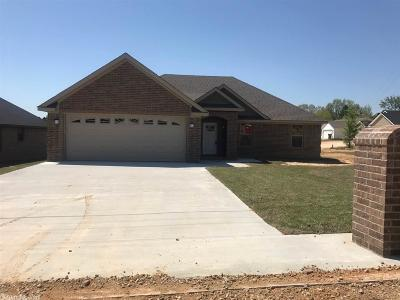 Paragould Single Family Home For Sale: 2106 Sharon Kay Street