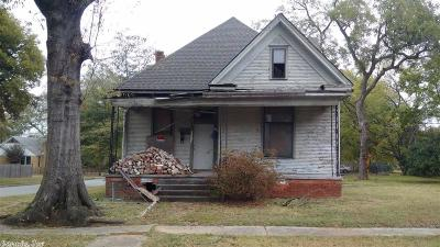 Single Family Home For Sale: 1101 Welch