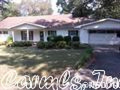 Garland County Single Family Home New Listing: 102 Fairoaks Place