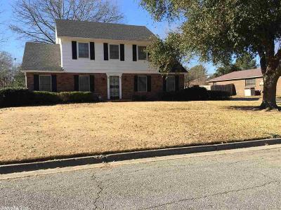 Pine Bluff Single Family Home For Sale: 15 Stratford