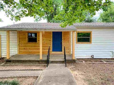 Single Family Home For Sale: 13 E Mobbs