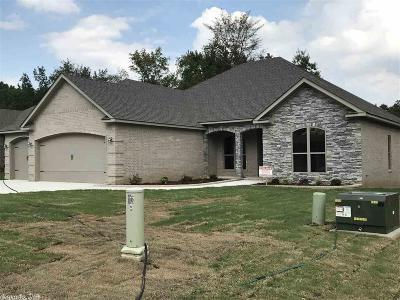 Sherwood Single Family Home For Sale: 66 Oakbrook Dr