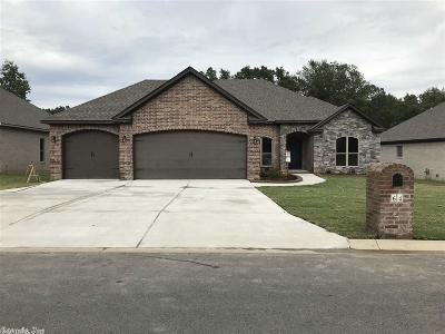 Sherwood Single Family Home For Sale: 64 Oakbrook Dr