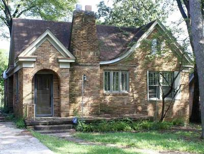 Single Family Home For Sale: 301 Linwood Court