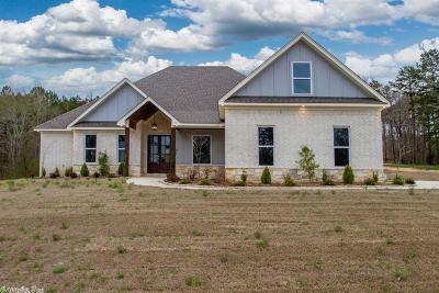 Single Family Home For Sale: 100 Ryker Lane