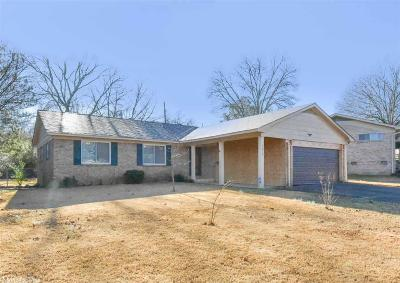 Single Family Home For Sale: 1219 Southedge Drive