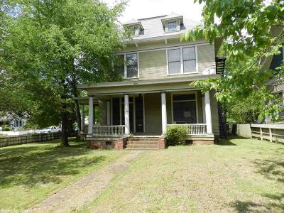 Single Family Home For Sale: 320 W Charles Bussey Avenue