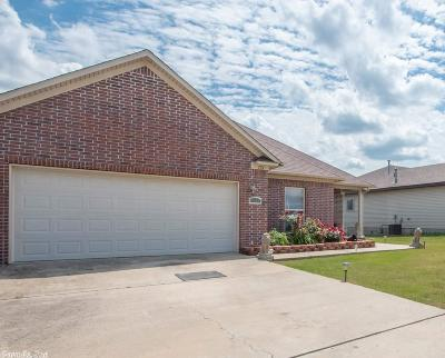 Single Family Home For Sale: 121 Bracey Lane