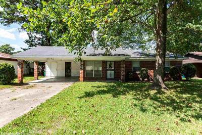 Single Family Home For Sale: 5914 Trenton Lane