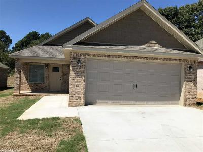 Single Family Home For Sale: 299 Wolf Den