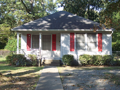 Single Family Home Sold: 906 Elm Street