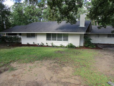 Single Family Home For Sale: 1707 Dogwood