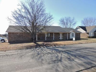 Sallisaw OK Single Family Home For Sale: $175,000