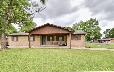 Sallisaw Single Family Home For Sale: 1104 Alex Denton DR