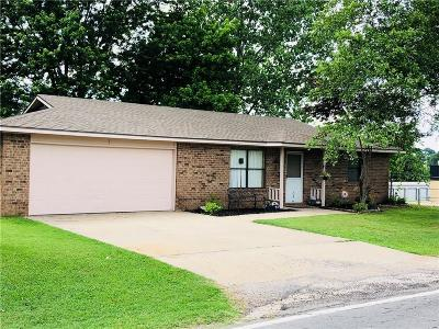 Sallisaw Single Family Home For Sale: 1211 N Maple ST