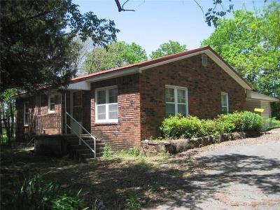 Sallisaw OK Single Family Home For Sale: $160,000