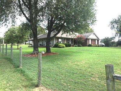 Lavaca Single Family Home For Sale: 1704 Chapman CT