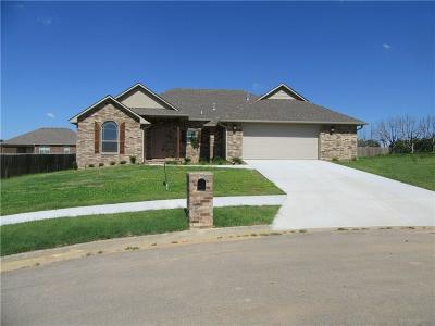Lavaca Single Family Home For Sale: 414 Kyla Marie CT