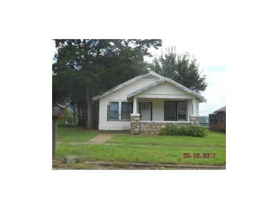 Lavaca Single Family Home For Sale: 401 N 4 ST