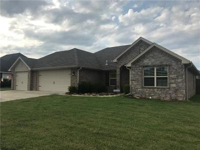 Lavaca Single Family Home For Sale: 2711 Carly DR
