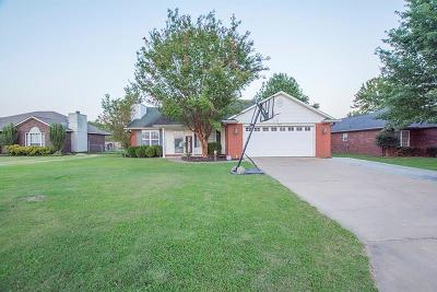 Lavaca Single Family Home For Sale: 502 Village DR