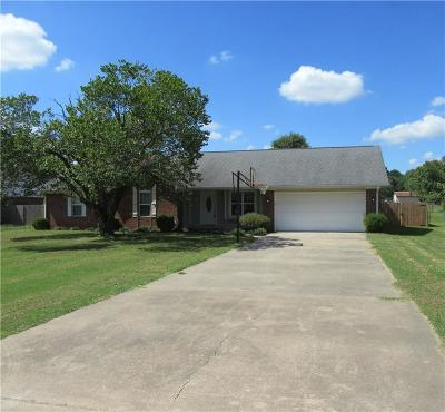 Lavaca Single Family Home For Sale: 109 S Adams ST