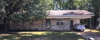 Lavaca Single Family Home For Sale: 1408 Brewer LN