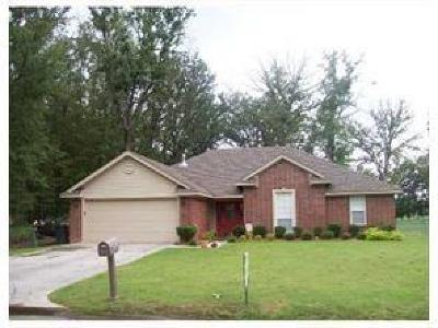 Lavaca Single Family Home For Sale: 803 Jessie DR
