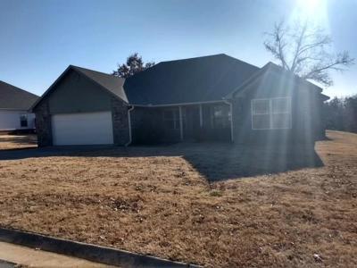 Roland OK Single Family Home For Sale: $132,000