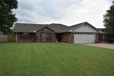 Sallisaw OK Single Family Home For Sale: $137,000