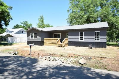 Sallisaw Single Family Home For Sale: 615 E Chickasaw Avenue