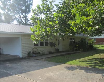 Stigler Single Family Home For Sale: 907 NW 6th Street
