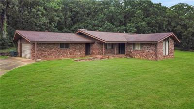 Sallisaw OK Single Family Home For Sale: $159,000