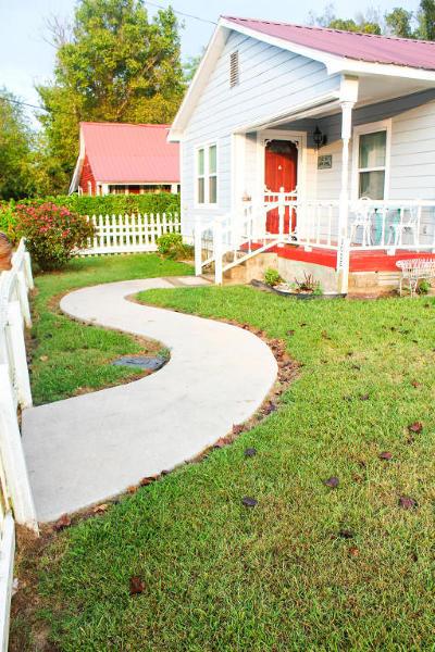 Newton County Single Family Home For Sale: 202 E Clark Street
