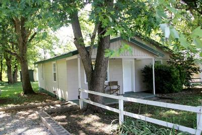 Newton County Single Family Home For Sale: 639 & 647 65b Highway