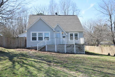 Boone County Single Family Home For Sale: 106 S Oak Street