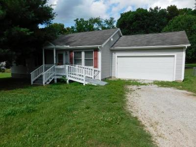 Boone County Single Family Home For Sale: 120 N Locust Street