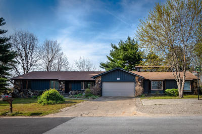 Boone County Single Family Home For Sale: 612 Skyline Drive